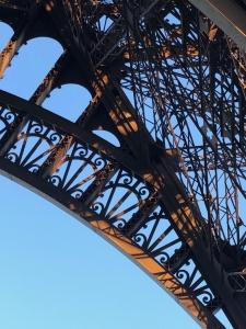 parijs met een tiener eiffeltoren