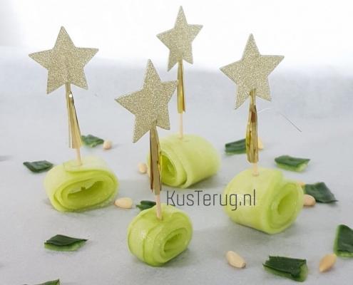 Koolhydraatarm hapje met zoetzure komkommer kusterug