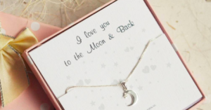 cadeaudoosje met ketting I love you to the moon