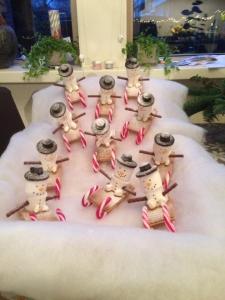 kersthapjes op school sneeuwpop op slee kusterug