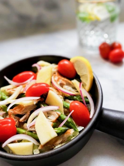 koolhydraatarme makreelsalade met groene asperges